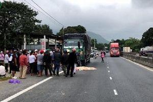 Thừa Thiên Huế: Tài xế lái xe tải bị xe khách tông tử vong