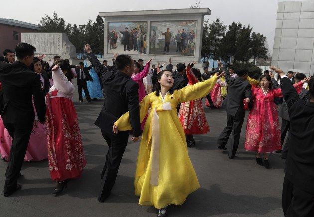 Người Triều Tiên mặc trang phục truyền thống, nô nức đi bỏ phiếu bầu cử Quốc hội