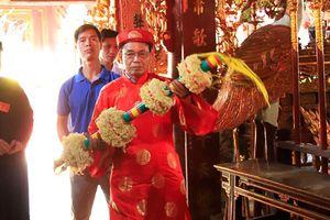 Náo nhiệt lễ hội Giằng bông ở Sơn Đồng