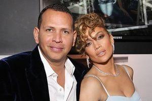 Bạn trai Jennifer Lopez bị tố là kẻ dối trá và ngoại tình