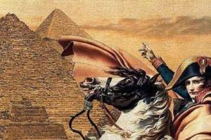 Napoleon bị 'ma ám' khi qua đêm trong kim tự tháp Ai Cập?