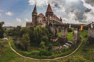 Sự thật kinh dị lâu đài 'quỷ ám' giam giữ bá tước Dracula