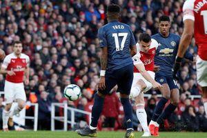 Hàng tiền vệ M.U chịu sự chỉ trích nặng nề vì bị Arsenal đánh bại