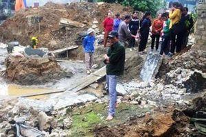 Sập tường khi đào móng nhà khiến 2 người thương vong