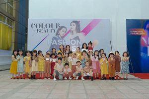 Khán giả quốc tế ấn tượng với BST đầu tay của NTK người Việt - Yến Phạm