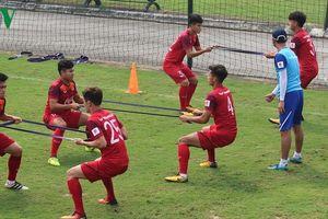 Trái bóng 'mất tích' trên sân tập, U23 Việt Nam miệt mài rèn thể lực