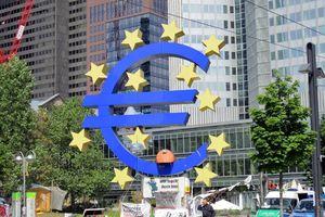 Kinh tế khu vực Eurozone: Bóng đen khủng hoảng vây quanh