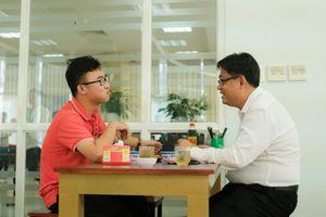 Sinh viên Sài Gòn ăn trưa cùng hiệu trưởng