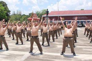 Thái Lan: Lười, ăn nhiều, cảnh sát bị gửi đi trại để 'triệt mỡ thừa'