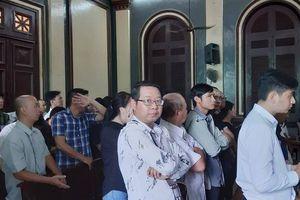 Phạt tù hàng chục đại gia đánh bạc trong khách sạn ở trung tâm TP HCM