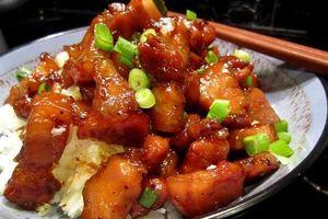 Món ngon mỗi ngày: Thịt ba chỉ rim nước mắm cho bữa trưa bận rộn