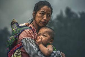 Bức chân dung mẹ con dân tộc H'Mông đạt giải thưởng nhiếp ảnh danh giá
