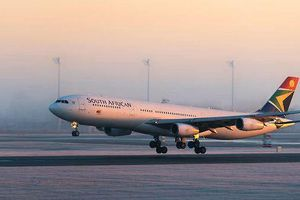 Hãi hùng phát hiện phi công hơn 20 năm dùng bằng giả lái máy bay thương mại