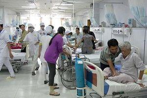 Bất công thu nhập ở bệnh viện công: Lương bác sĩ giỏi thấp hơn điều dưỡng