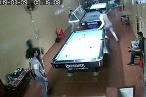 Lời kể nhân chứng vụ 3 kẻ bịt khẩu trang chém đứt lìa tay nam thanh niên trong quán bida