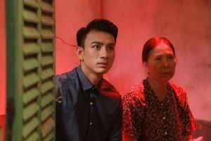 Hotboy làng hài Dương Cường: 'Tôi chết lặng khi tận mắt chứng kiến cái chết của em trai'