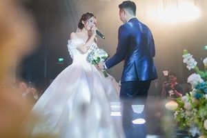 Clip cực hot ở đám cưới MC 'Cà phê sáng': Cô dâu, chú rể hát hay như ca sĩ chuyên nghiệp