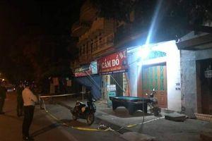 Được hung thủ đưa đi cấp cứu, nạn nhân bị đâm ở tiệm cầm đồ vẫn tử vong