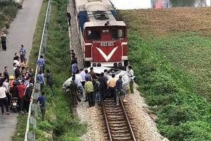 Tai nạn kinh hoàng giữa ô tô và tàu hỏa tại Hải Dương