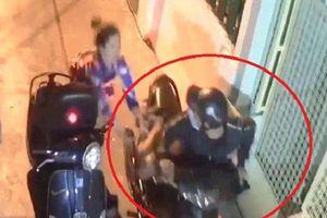 TP.HCM: Bắt giữ tên cướp đạp ngã cô gái, dùng hung khí tấn công cảnh sát hình sự