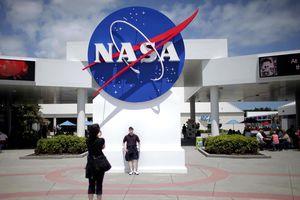 NASA nghiên cứu mẫu vật tàu Apollo mang về từ Mặt trăng