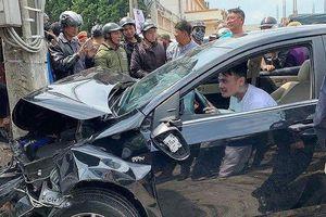 Việt kiều gật gù trong xe sau khi tông nhiều người bị thương