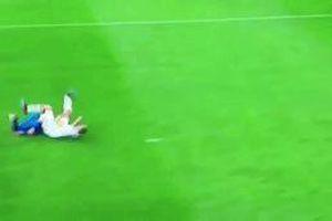 Đội trưởng Juventus ăn vạ hài hước ở trận thắng Atletico Madrid