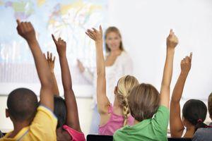 Cấm đi vệ sinh quá 3 lần và những quy định lạ lùng trong trường học