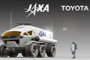 Xe được con người đem lên mặt trăng khác gì xe chạy ở trái đất?