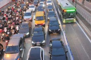 Thí điểm cấm xe máy: Hàng trăm nghìn người gặp khó