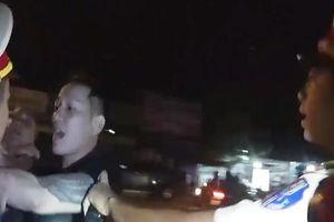 Bị kiểm tra nồng độ cồn, côn đồ dọa lấy súng bắn CSGT
