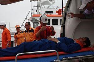 Cứu ngư dân nguy kịch ở Hoàng Sa