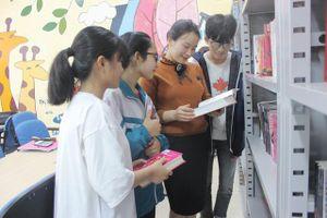 Hà Tĩnh: Cô thủ thư đi xin sách để tặng trẻ em nghèo