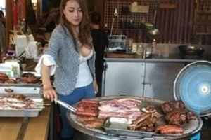 Dân mạng phát sốt với cô gái bán thịt nướng nóng bỏng sở hữu vòng một 'khủng'