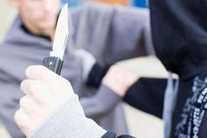 Anh: Báo động việc dùng dao gây án