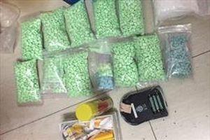 Bắt đối tượng mua bán 22 cục thuốc phiện và hàng ngàn viên ma túy tổng hợp