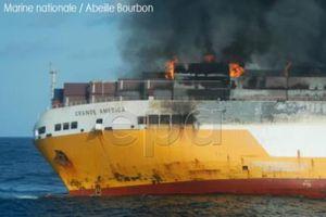 Tàu hàng Italy bị chìm có thể gây ô nhiễm môi trường cho Pháp