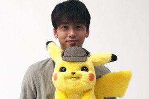 Takeuchi Ryoma tạo dáng dễ thương cùng Thám tử Pikachu