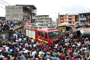 Sập tòa nhà 3 tầng tại Nigeria, hơn 100 học sinh mắc kẹt