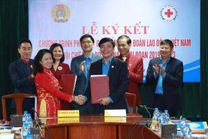 Tăng cường phối hợp giữa Hội Chữ thập đỏ Việt Nam và Tổng Liên đoàn Lao động Việt Nam