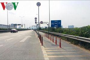 TP HCM di chuyển dải phân cách bê tông chắn giữa đường gây tai nạn