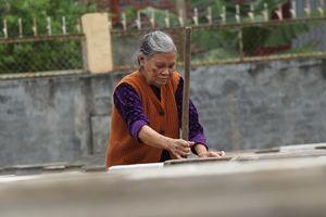 Vất vả nghề làm nước mắm truyền thống, 2 năm mới cho ra thành phẩm