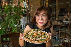 Lần đầu ăn thử món pizza bún đậu mắm tôm độc, lạ ở TP.HCM