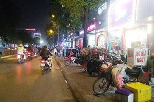 Bao giờ xử lý chợ đêm trên phố Chùa Bộc?