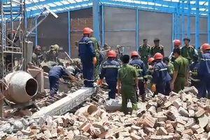 Hiện trường vụ sập công trình xây dựng, ít nhất 5 công nhân tử vong