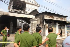 Cháy ki ốt, 3 người chết thảm; sập tường nhà xưởng, 8 người thương vong