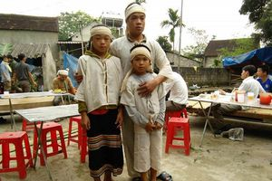 Vụ sập mỏ thiếc 3 người tử vong: Ám ảnh đôi mắt trẻ thơ trong những đám tang nơi xóm nghèo