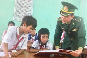Tấm lòng lính trẻ ở biên giới Đakrông