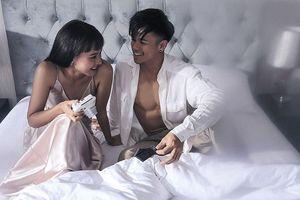 Trọng Hiếu khoe sáu múi bên 'cô gái lạ' trong MV dịp Valentine trắng