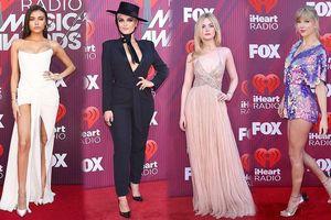 Dàn sao xúng xính váy áo gợi cảm trên thảm đỏ iHeartRadio